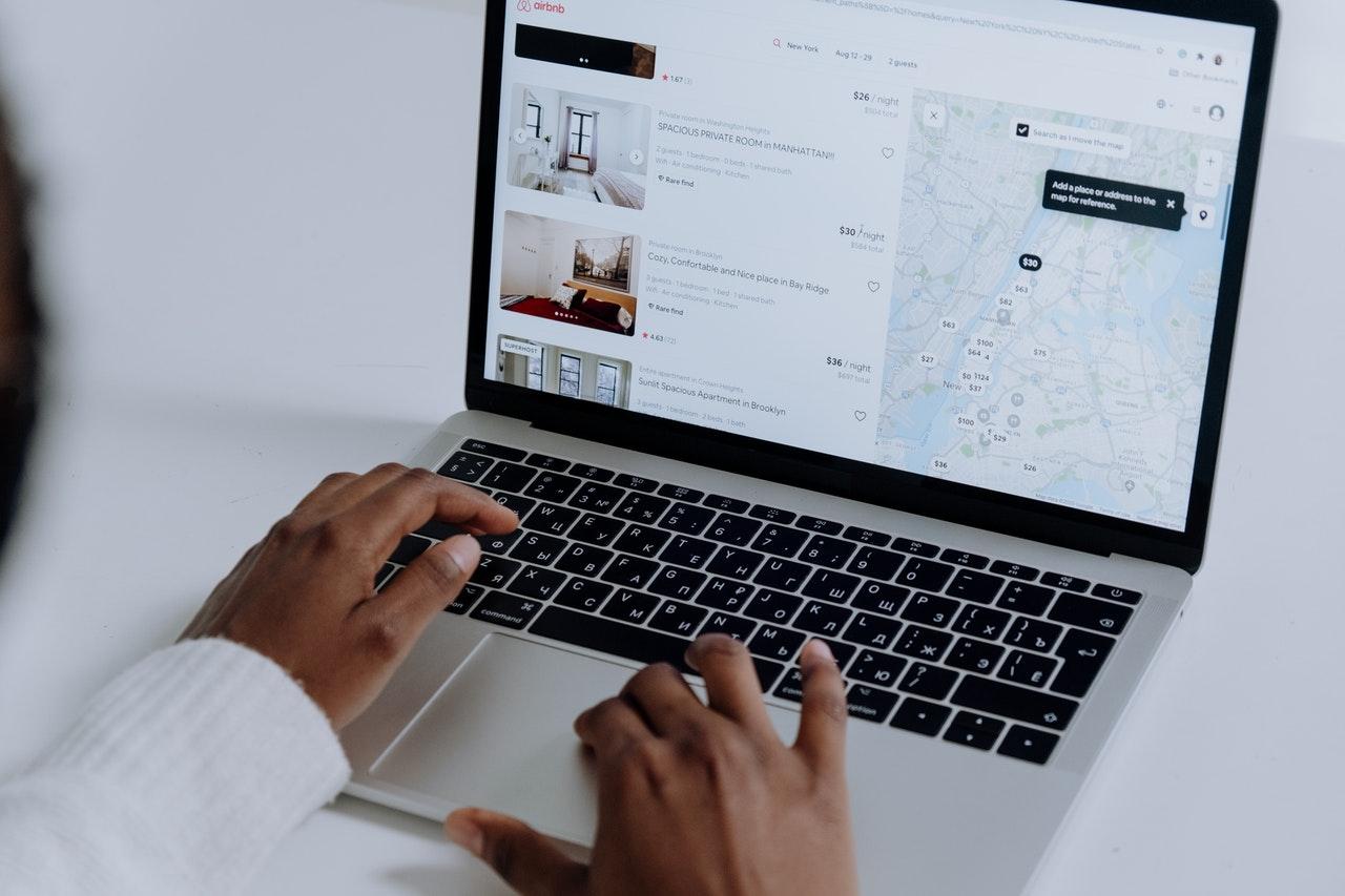 Comment acheter des actions Airbnb / NASDAQ : ABNB ?